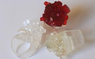 Anello con riproduzione di cristallo di aragonite