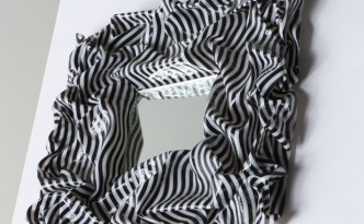 Specchio con cornice in tela